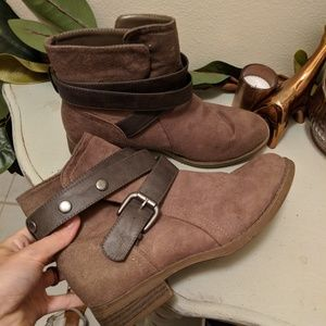 Tan Brown Suede Leather Strap Ankle Boots (Size 8)